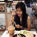 @beaverwoo thinking deep thoughts over #breakfast #早餐 #sgfood #prettygirl