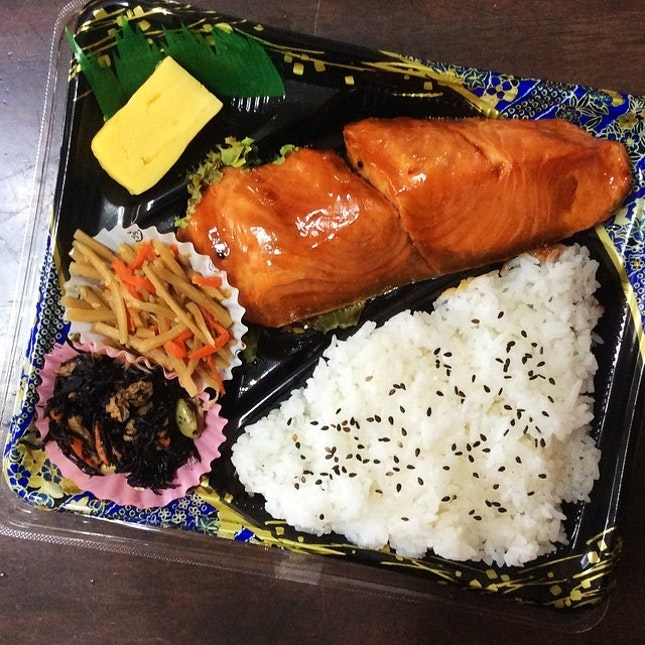 Fish is my best friend these days 🍱🍴 #japanese #salmon #teriyaki #bento #dinner