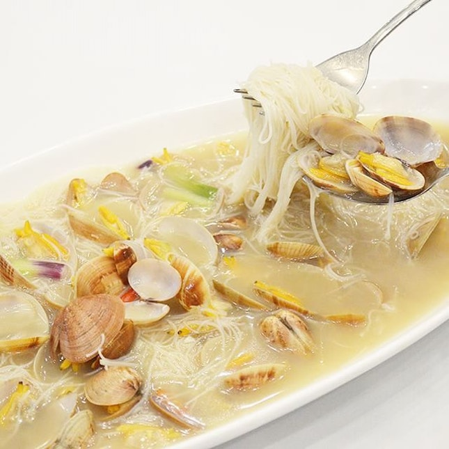 Superior Stock Clam Bee Hoon - Rice noodles braised in superior stock, tossed with fresh clams and wolfberries.
