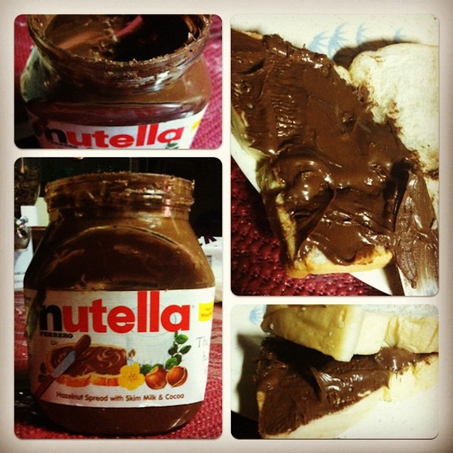 NUTELLA❤🍫🍞 dinner is served😍