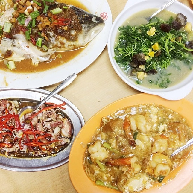 We have to come for dinner at least once a month because my parents love their soon hock fish head and I love their tofu with prawns!