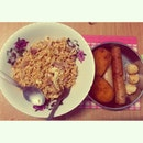 开餐咯~~~ 🍴 🍴 🍴 #dinner #homemade #byme #delicious #yummy #hungry #friednoodle #maggigoreng #2packets #maggi #curry #cheese #mushroom #sausage #vege #cream #croquettes #chicken #meatballs #food #foodporn #igfood #igmsia #instafood #instamsia