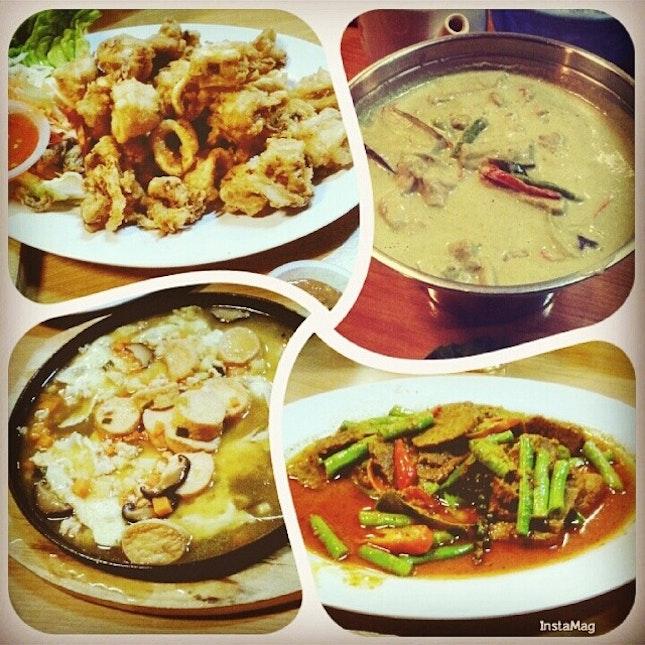 久违的泰国餐~~ #throwback #dinner #boyfie #bigsis #sisboyfie #炸苏东 #青咖哩鸡 #铁板豆腐 #phaphet鹿肉 #thaicuisine #thaifood #foodporn #foodie #igfood #iglife #instafood #instalife #instamag