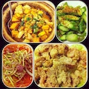#iphone4 #instagramsg #iphoneography #food #vegetable #chicken #claypot #thai First time dinner here
