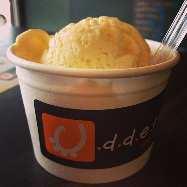 While we were on the hunt for durian desserts, this legendary 'Mao Shan Wang' durian classic at Udders has no escaping!