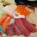 #chirashi #Salmon #hamachi #hotate #ikura #tako and more.