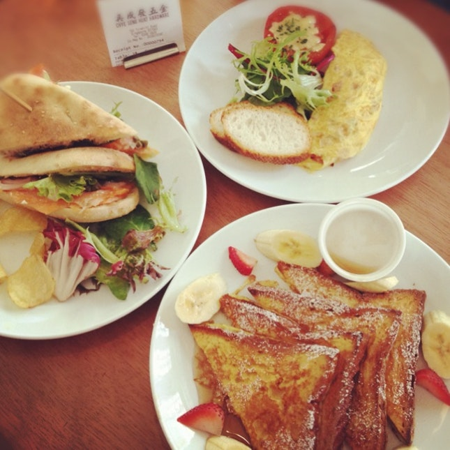 Smoke Salmon Sandwich, Ham & Cheese Omelette, French Toast With Strawberries & Bananas