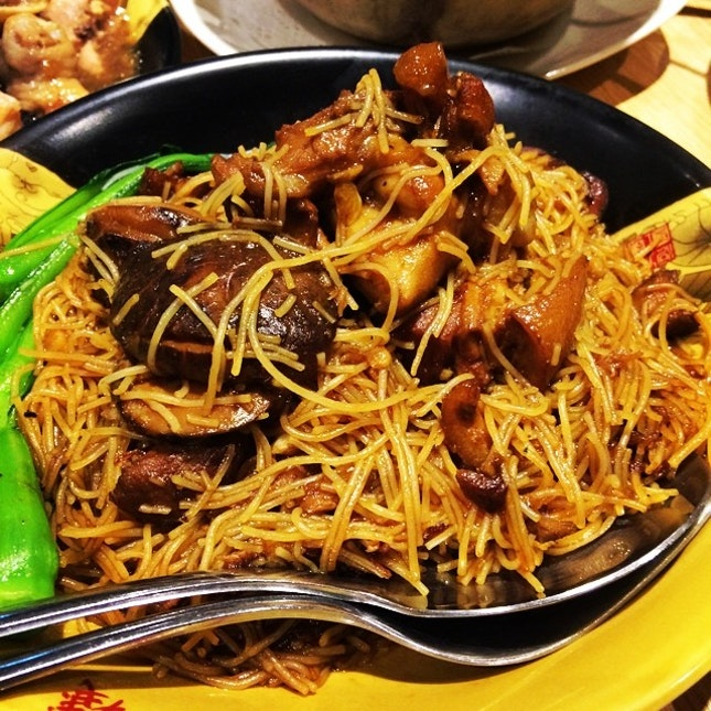 Braised vermicelli with pork trotters #omnomnom #yummy #tehkar 🐷🐽
