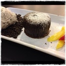 Baked Marquis Chocolate Pudding with Cookies Ice-Cream