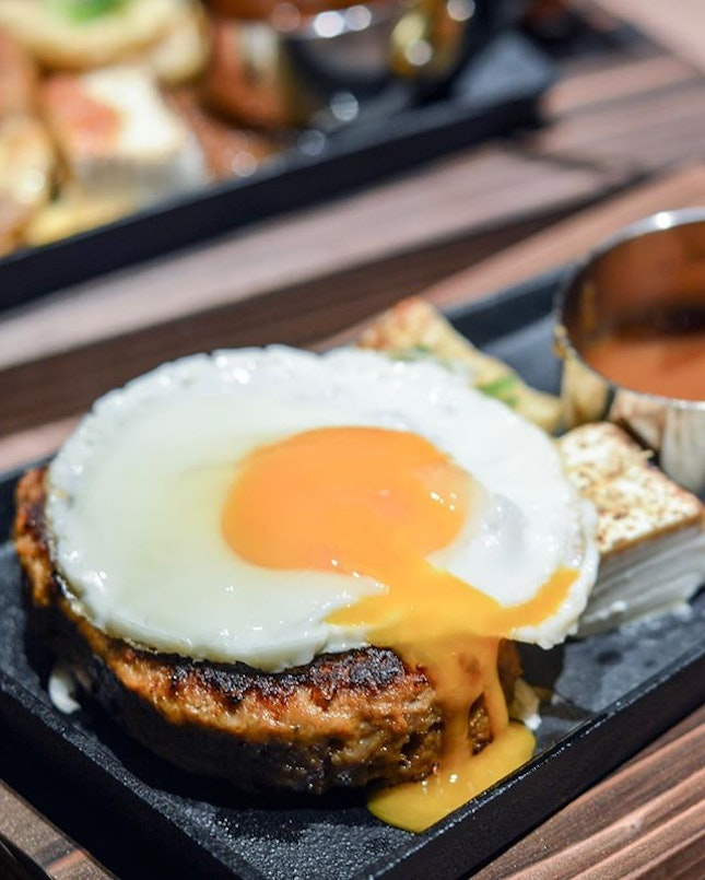 Egg porn all day err day especially when there's FREE FLOW SALAD AND EGGS (with any order their Hamburg Steak)!