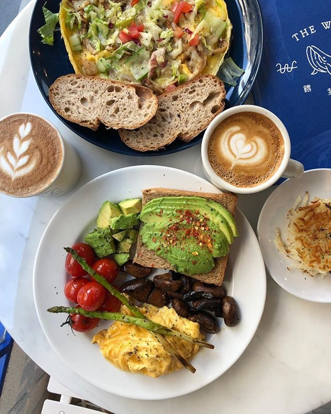 Lazy Sunday brunch @thewhalebreakfast, with a cute Chinese name of 餵我早餐 🐳 Go for their Avocado Brunch Set which features truffle scrambled eggs and many many avocados 🥑 Add on an extra Hashbrown, along with their pretty decent Coffee.