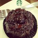Molten cake #starbucks#singapore#wismaatri#orchard#cake#chocolatemoltencake#dessert#foodaddicted#foodporn#instagram#bestoftheday#dinner