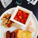 Mozarella cheese toast, chicken sausages x pink eggs #foodporn #brunch #labarca