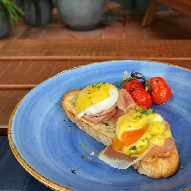 Eggs Benedict $18