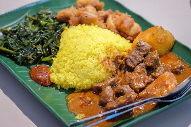 Indonesia's Special Yellow Rice Draws Queue Daily