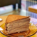 [313 SOMERSET] Chocolate Mille crepe with the parents on my dad's birthday and they only had good words for it 👍🏻👍🏻 $9 for a solidly filling slice of cake, made up of numerous chocolate crepes layered with chocolate cream and dusted with cocoa powder 😍 Yums, but the 3 of us could barely finish this!