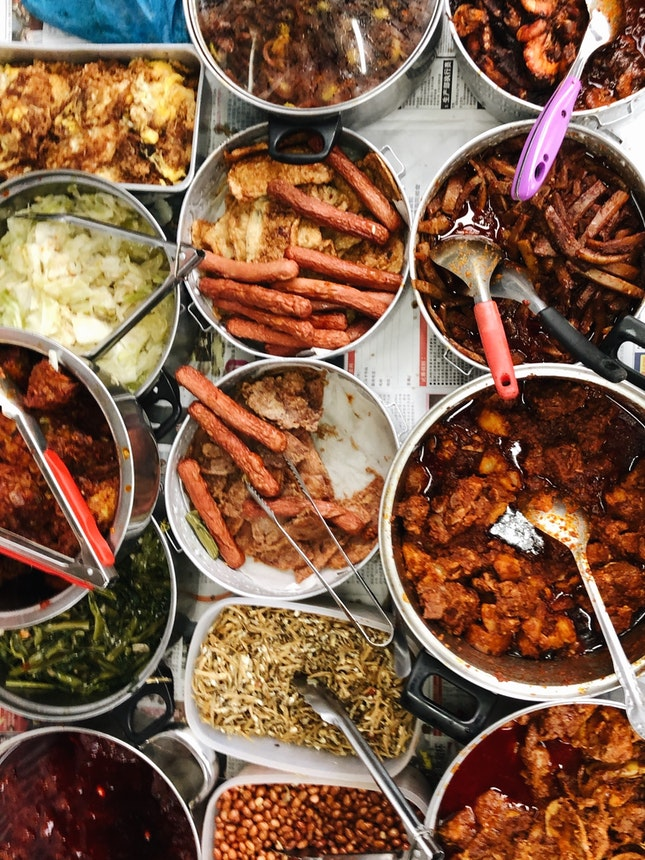 Chinese-style Nasi Lemak With A Variety Of Dishes