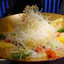 Love the food at @yancantonesecuisine -Kaleidoscope of Prosperity 鱼跃龍門彩虹鱼生 : A la carte $138  Vermicelli is fried upon order.