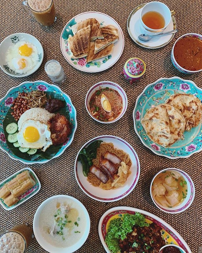 FABULOUS BREAKFAST FROM @shangrilasg 😍😍😍 Look at our buffet spread.