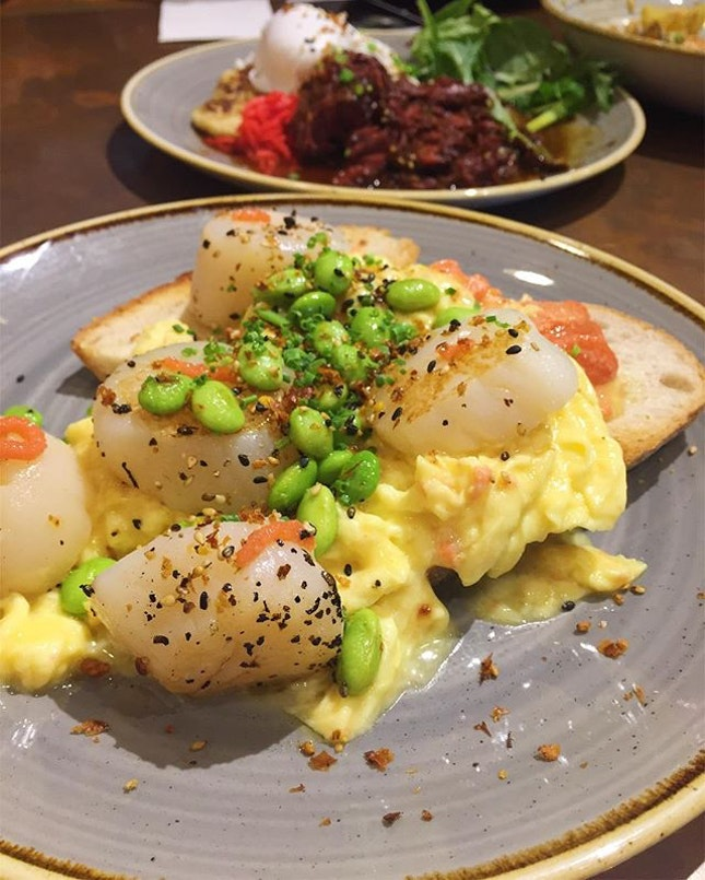 Yay we survived Monday 🙌🏼 one of yesterday's #brunch items, featuring five plump, juicy #scallops atop a bed of creamy scrambled eggs, elevated with a drizzle of #mentaiko for an umami finish.