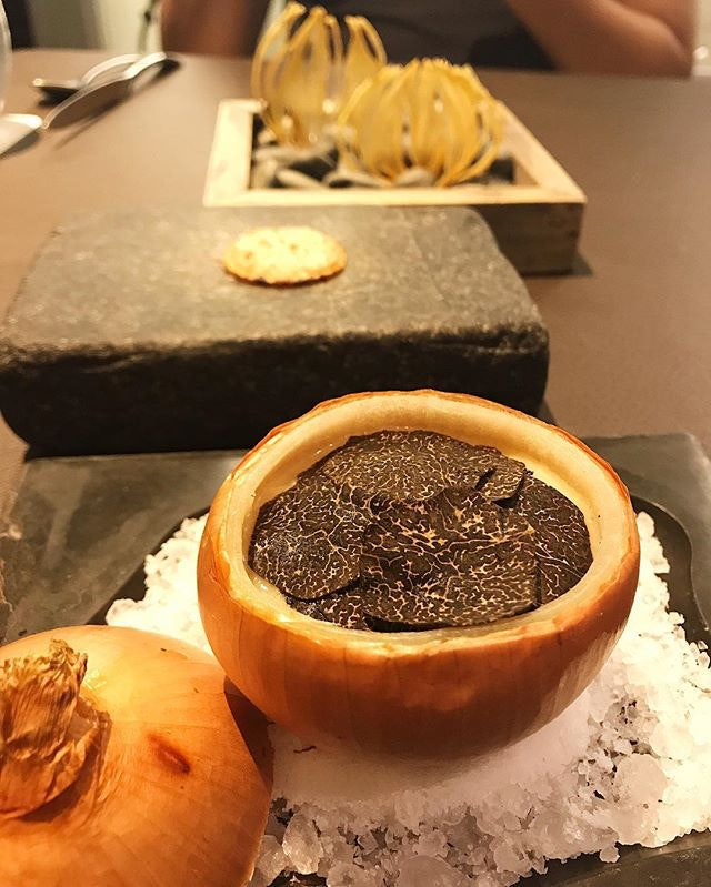 Baked Cevennes onion filled with onion purée and confit, 62°c sous-vide egg and black truffles 😍 #iJustDiedAndWentToHeaven