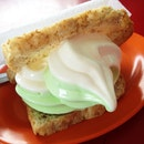 Vanilla Pandan Ice-cream With Bread