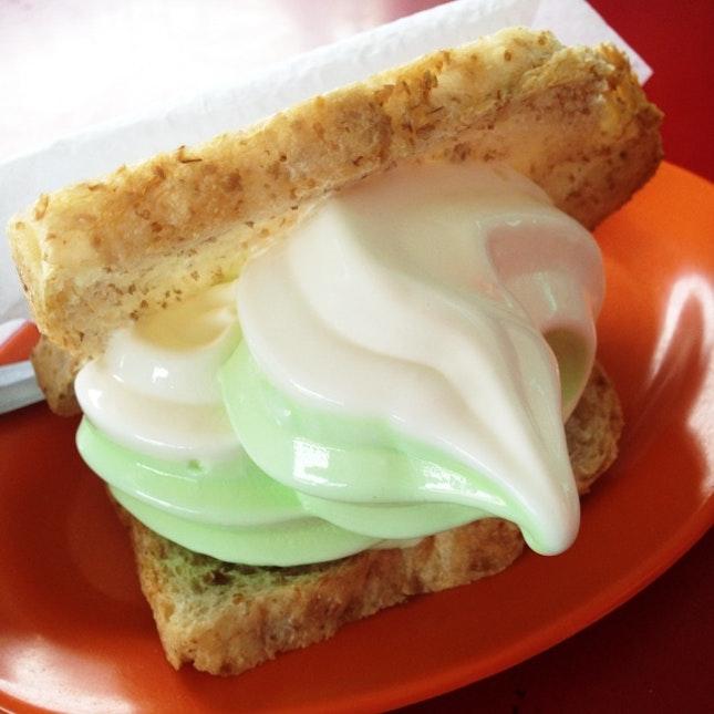 Vanilla Pandan Ice-cream With Bread