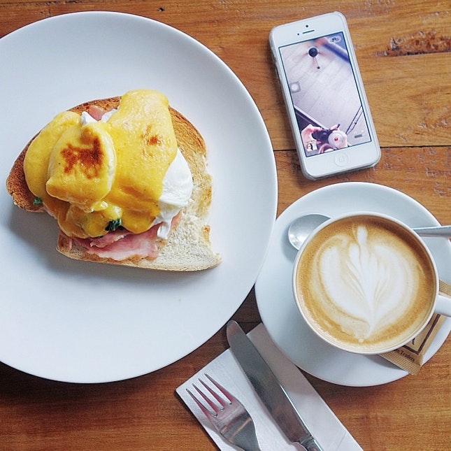 Cafe Visit // Eggs benedict and a 'kuppa' coffee at @KuppaThailand.