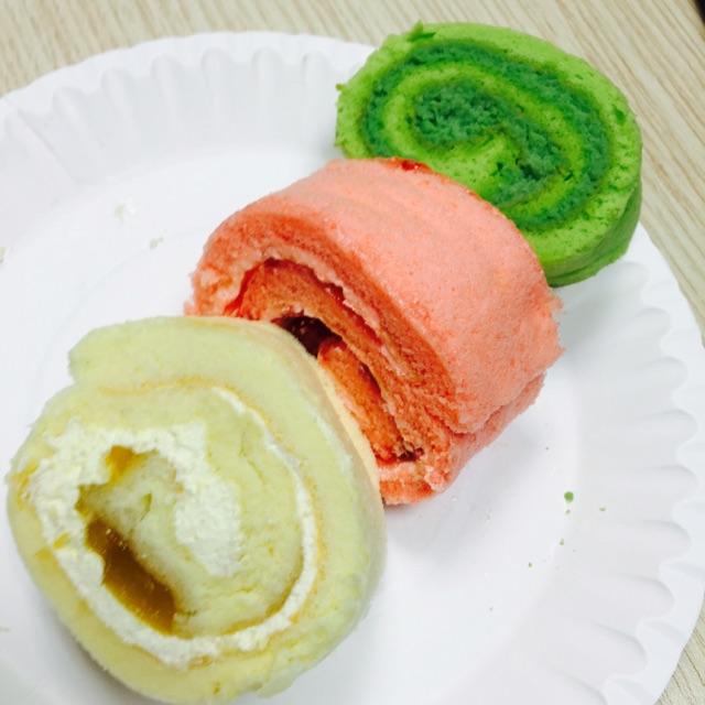 Korean Strawberry Roll Cake