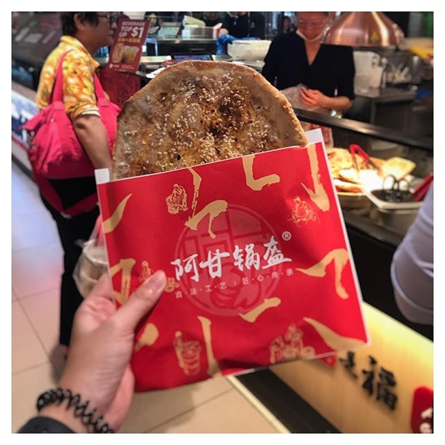 Recently chanced upon this Chinese flatbread store at @plazasingapura & was really surprised by the taste & flavour from it!
