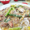 Ngau Yok Hor -- Cantonese Style Kwe Teow with beef slices -- these beef are coated in seasonings before being chared with the noodles, and then bathed with the sweet soy soup.