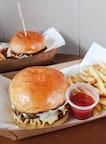 Hammee's Signature Beef Cheeseburger — Single