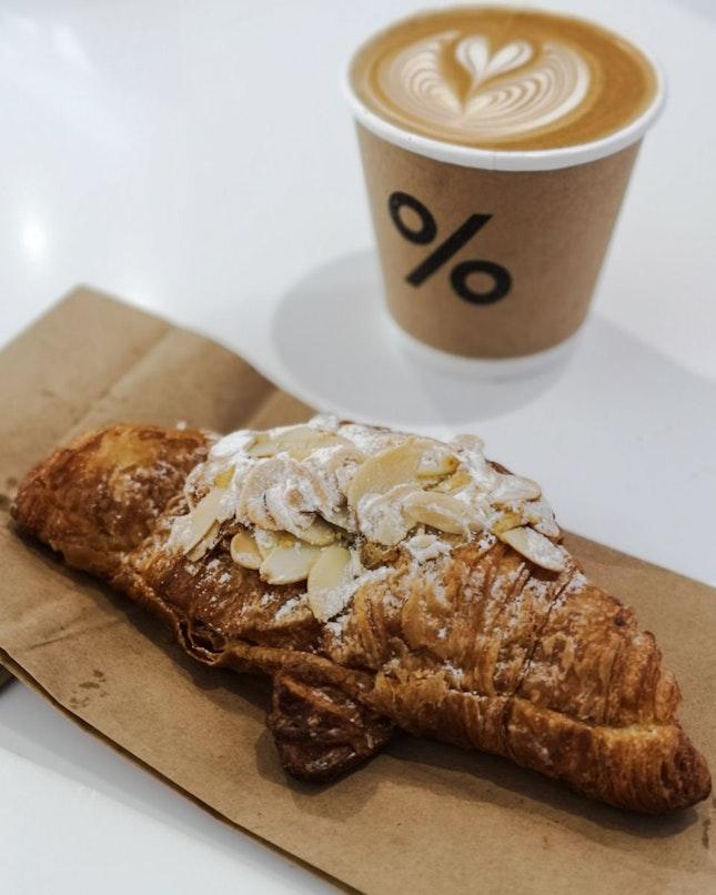 Short Caffè Latte (Blend), Almond Croissant