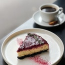 Baked Cheesecake with Raspberry Coulis