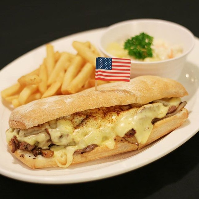 {Philly Cheese Steak Sandwich}  Monday is over yasss and it's time for dinner!