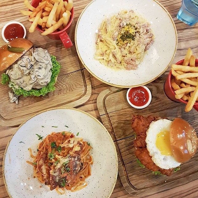 {Mushroom Cheeseburger x Bacon Carbonara x Har Geong Gai Burger x Chilli Crab Pasta}  Love the food here and the relaxing atmosphere right smack in the park!