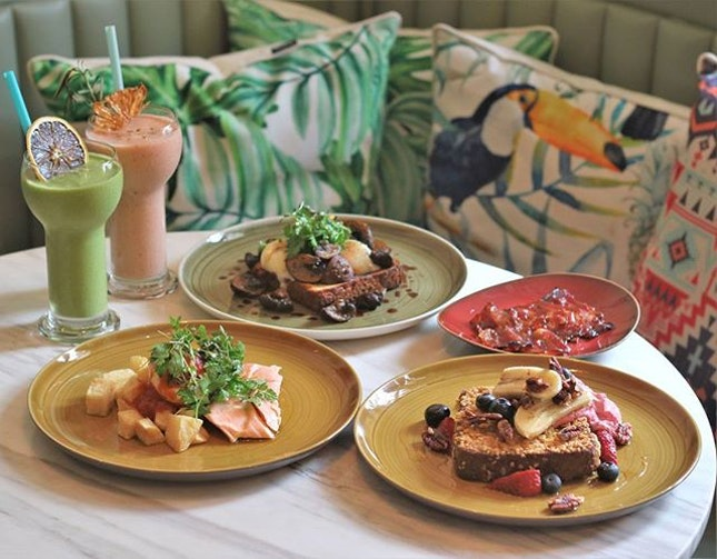 Tried the new brunch menu here at Don Ho and loving both the food and their very pretty tropical decor!