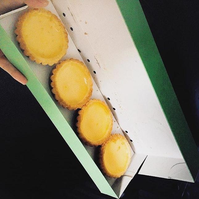 Why is the egg tart box rectangular?