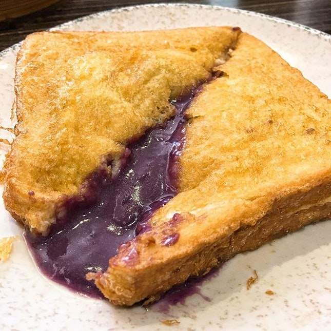 Taro lovers will definitely love Chau Kee's Taro Lava French Toast (HKD32), a golden fluffy square housing a reservoir of fragrant yam-iness.
