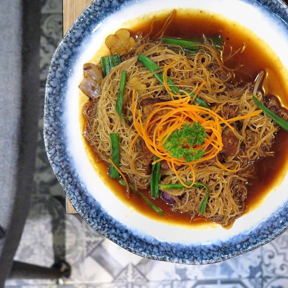 HK Style Braised Meat Fried Bee Hoon 港式扣肉焖米粉 [$12.90]