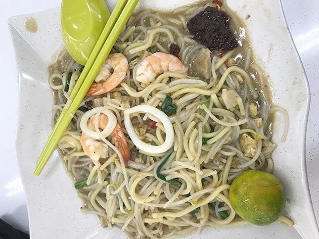 One of the best Hokkien Mee I have ever eaten tucked away inconspicuously in Holland Close.