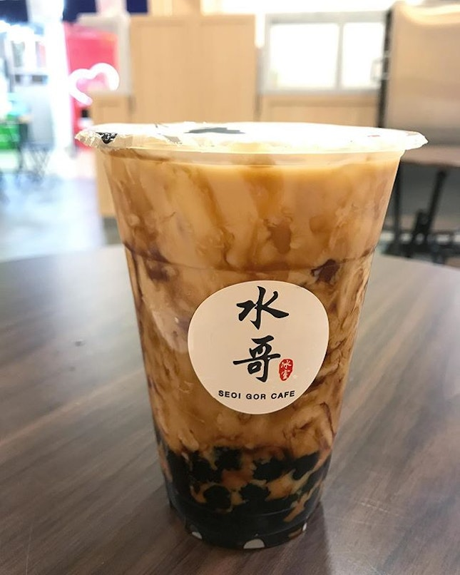 While the world went crazy over Tiger Sugar, I decided to try the brown sugar pearls milk tea from Seoi Gor Cafe at Orchard MRT and it was quite delicious.