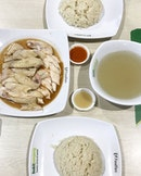 The extremely delicious Tong Fong Fatt Chicken Rice 👍🏻 .
