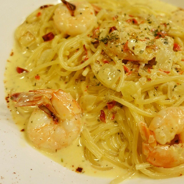 The Juicy Prawns ($16.90) -al dente spaghetti with creamy, spicy garlic butter sauce & not that juicy prawns.