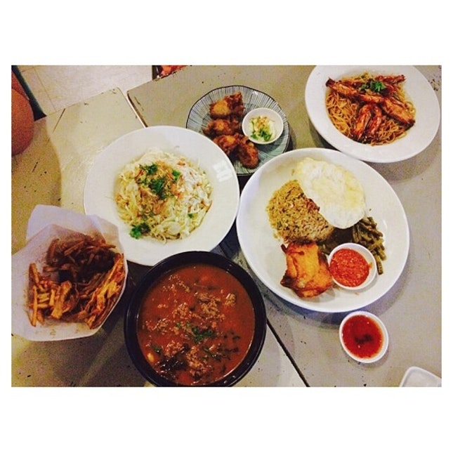 Pumpkin fritters, Spicy beef macaroni soup, fried oysters with lime mayo, chicken and vermicelli kerabu, fried nasi ulam, tamarind prawn angel hair