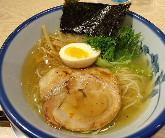 We braced the long queue (30mins wait on sat 530pm) for this much raved yuzu ramen from Tokyo!