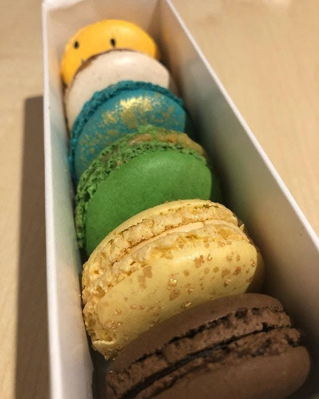 Macarons to start the day!