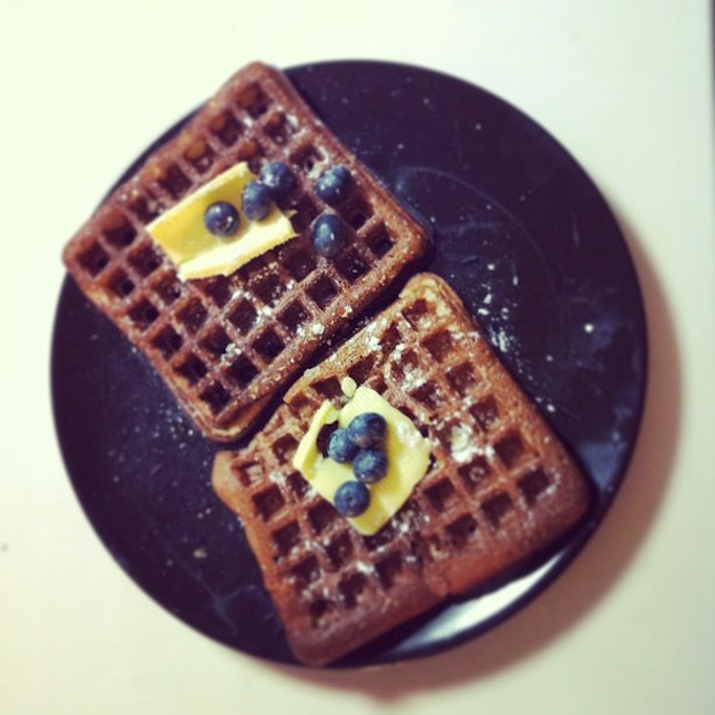 Waffles topped with slices of butter and blueberries. Sprinkled with icing sugar. 💑 #food #instagood #instadaily