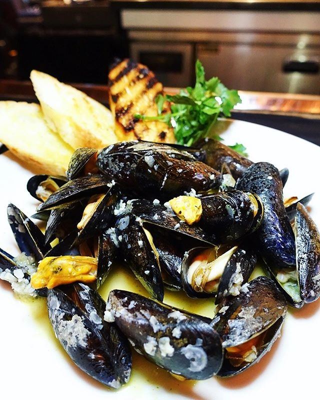 More than mouth-watering steaks @mortonssteak - check out this steamy Moules Marinières ($47) of silky mussels cooked in a white wine broth.