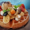 Delicious whimsical waffle from @carol_mel_cafe.